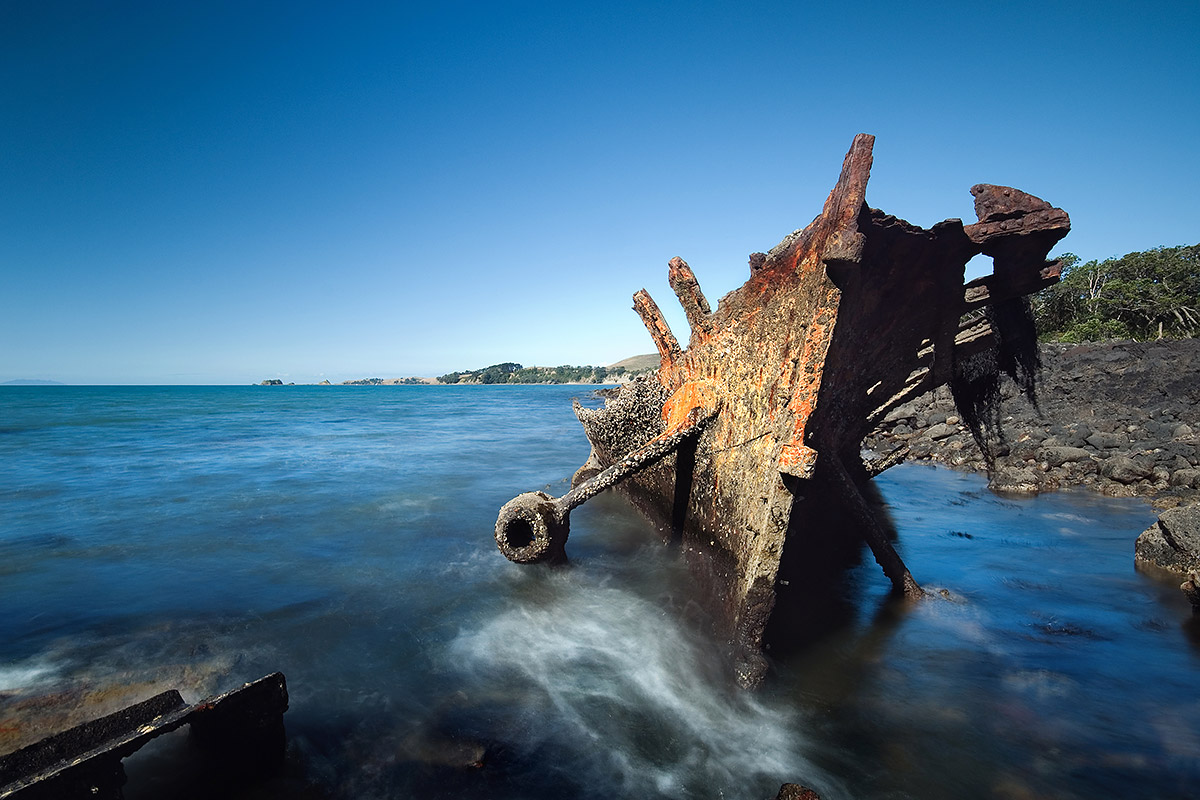 Wreck Bay on the northern coast of Rangitoto - Photo by Art Polkanov