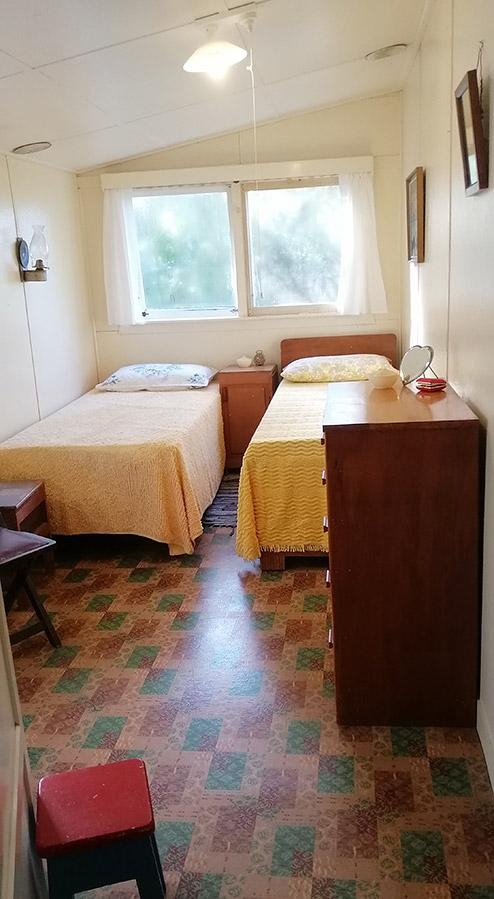 Bach 52 back bedroom